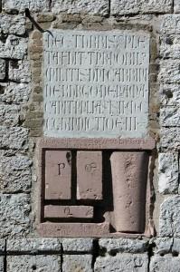 4 Torre del Popolo Lapide con le forme (Copia)
